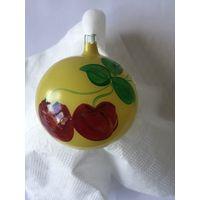 Елочная игрушка СССР шар роспись вишни