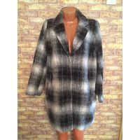 Стильное, трендовое пальто из Норвегии на 50,52,54 размер. В составе шерсть и полиэстер. Удобно ухаживать, просто расчесать и пальто как новое. Очень теплое.