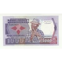 Мадагаскар 200 ариари 1000 франков 1974 года. Тип Р 68а. Состояние UNC!