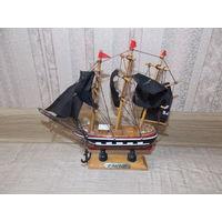 Кораблик деревянный