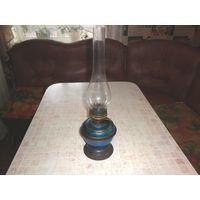 Старинная керосиновая настольная лампа.