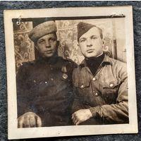 Фото военных (Партизаны?) Март 1945 г. 6х6 см.
