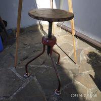 Старый винтовой стул (лофт-индустриальный стиль.)