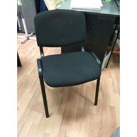 Три мягких стула из металла в офис.