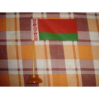 Флажок Беларуси на деревянной подставке