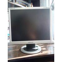 Монитор Samsung SyncMaster713n