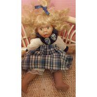 Характерная кукла   28 см. Фарфоровая.