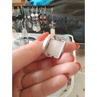 Кольцо с натуральным лунным камнем одуляром