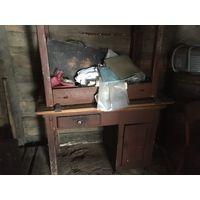 Старинные столы. Однотумбовый и обеденный. Цена за оба