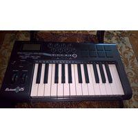 Midi клавиатуру M-audio Axiom 25