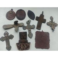 Лот нательных крестиков, иконок, образков, подвесок, одним лотом
