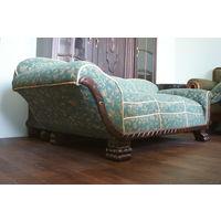 Антикварный диван (софа).