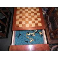 Стол для игры в шахматы.