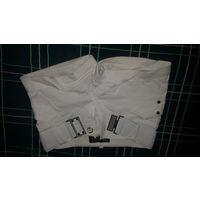 Женские шорты белого цвета. Размер 44. Фирма Miss lucy Fashion. Сзади по 2 кармана. Застегивается на пуговицу и замок