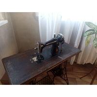 Старинная швейная машинa Singer