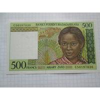 МАДАГАСКАР  500 ФРАНКОВ 1994 ГОД UNC
