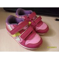 Кроссовки детские розовые