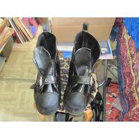 Ботинки водолазные со свинцовыми стельками.