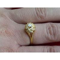Красивое кольцо (бижутерия).