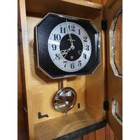 Часы настенные ,,Янтарь'' с боем маятниковые СССР.