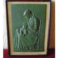 Изображение Матери на бронзовой пластине.