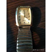 Часы наручные кварцевые ЛУЧ с пружинным браслетом  в хорошем рабочем состоянии.