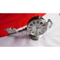 Часы будильник Слава - ключ ( все работает )