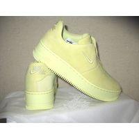 Женские кроссовки Nike Air Force 1 Sage XX цвет Luminous Green, новые  Состав: натуральная замша, текстиль, пластик, резина В коробкек имеется фирменный мешрк для обуви Размер 39, длина по стельке 26