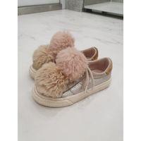 Кеды Zara Зара, кроссовки, ботиночки, полуботинки. 26. С помпонами.  Прелестные милейшие кедики для девочки. Ну оооочень классно смотрятся! 26 размер. 16.5 см стелька.  Помпоны съёмные. Можно всё стир
