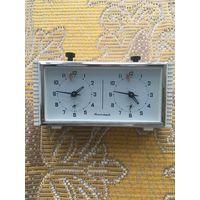 Часы янтарь шахматные (половинка неисправна)