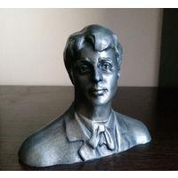 Русский поэт Сергей Есенин (бюст)