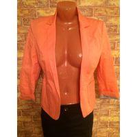 Красивый, стильный пиджак Bershka, на 42-44 размер. Длина 57 см, рукав укороченный, смотрится очень круто. Нет пуговицы. Обмен не интересует.