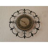 Часы настенные кварцевые корпус - кованный металл, циферблат - тонированное зеркало, цифры - латунь Германия 60-е годы.