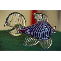 Статуэтка Рыбка  , стекло   целая  ( высота 8,5 см , длинна 13 см )