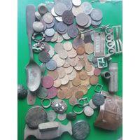 Находки с земли монеты пуговицы и много других интересных вещиц с рубля