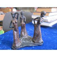 Африканки. Африканская статуэтка 12х12 см.