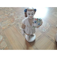 Фарфоровая статуэтка. школьница