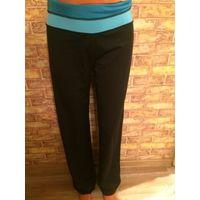 Фирменные спортивные штаны на 42-44 размер Отлично тянутся, немного бу, длина 104 см, талия около 40 см