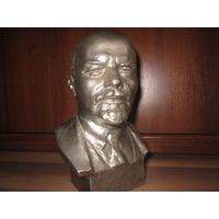 Бюст В.И. Ленин.