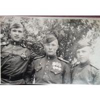 Фото группы военных с наградами.  6х9.5 см