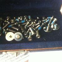 Комплект крепежных винтов для сборки ноут бука в коробке