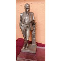 Статуэтка Ленин с книгой.Скульптор Мурзин 1976г