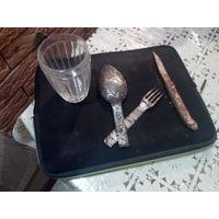 Ложка вилка, ножик и стакан с ПМВ