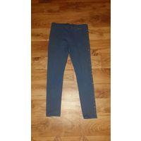 Женские легинсы синего цвета. 46 размер. Не ношены.