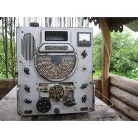 Полнейший раритет из 50-х-ЛАМПОВАЯ авиационная радиостанция из передвижного пункта управления полётами.