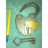 Замок с ключем