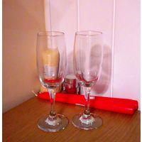 Свадебные бокалы без украшений для встречи молодоженов разбить