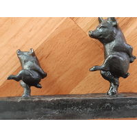 Статуэтка Касли, чугун. Танцующие свинки. 1958г.