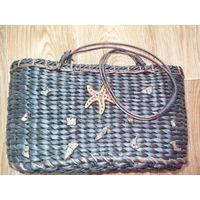 Плетенная сумка с ракушками.