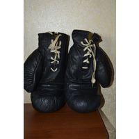 Боксерские перчатки СССР в отличном состоянии (черного или коричневого цвета)